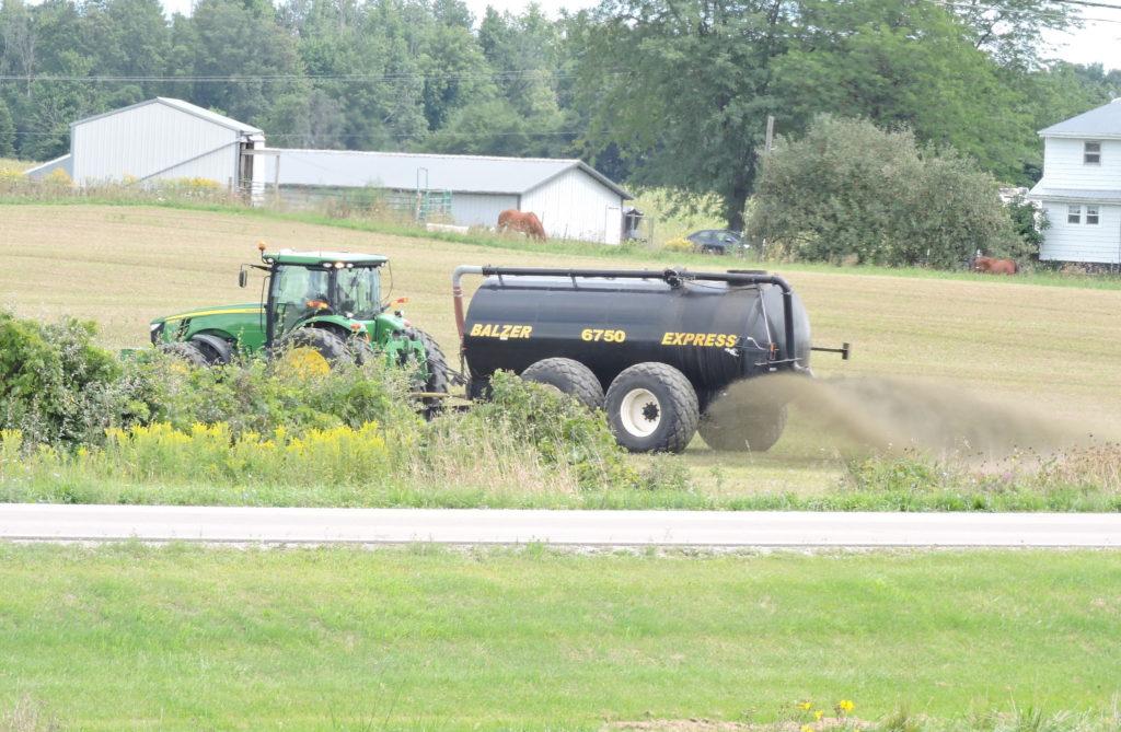 Hartland Farms applying Waste near Clayton MI, 9/1/2016 HIgh Hydrogen Sulifde levels in Ambient Air